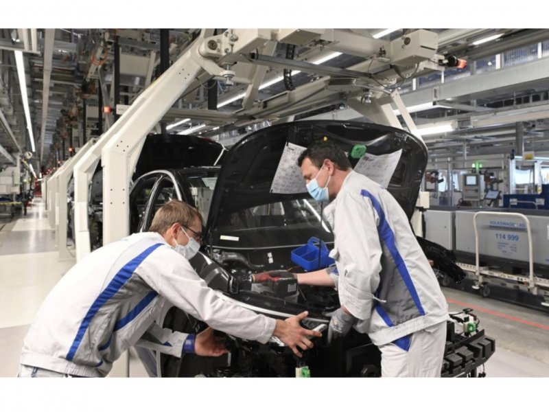 VW restarts production of Golf and ID.3